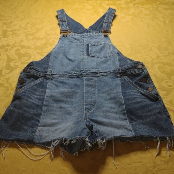 Blank NYC Overalls Shorts Cropped. Size 31.